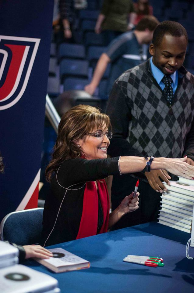 Sarah-Palin-Liberty-U-Book-signing-2